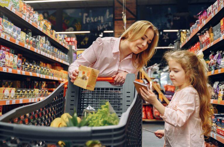 people-in-supermarket